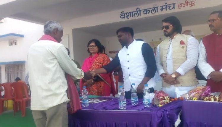 ప్రభుత్వ కార్యక్రమానికి మంత్రికి బదులు సోదరుడు హాజరు