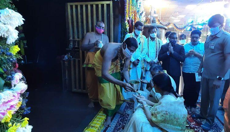 యాదాద్రీశుడిని దర్శించుకున్న జస్టిస్ అభిషేక్ రెడ్డి