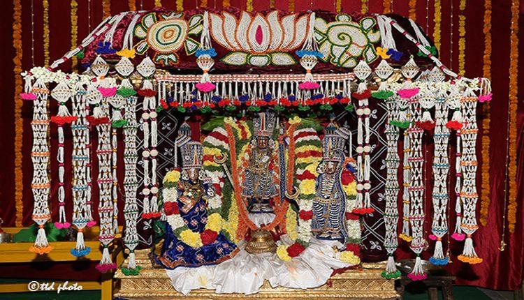ముత్యపుపందిరి వాహనంపై శ్రీ రామచంద్రమూర్తి