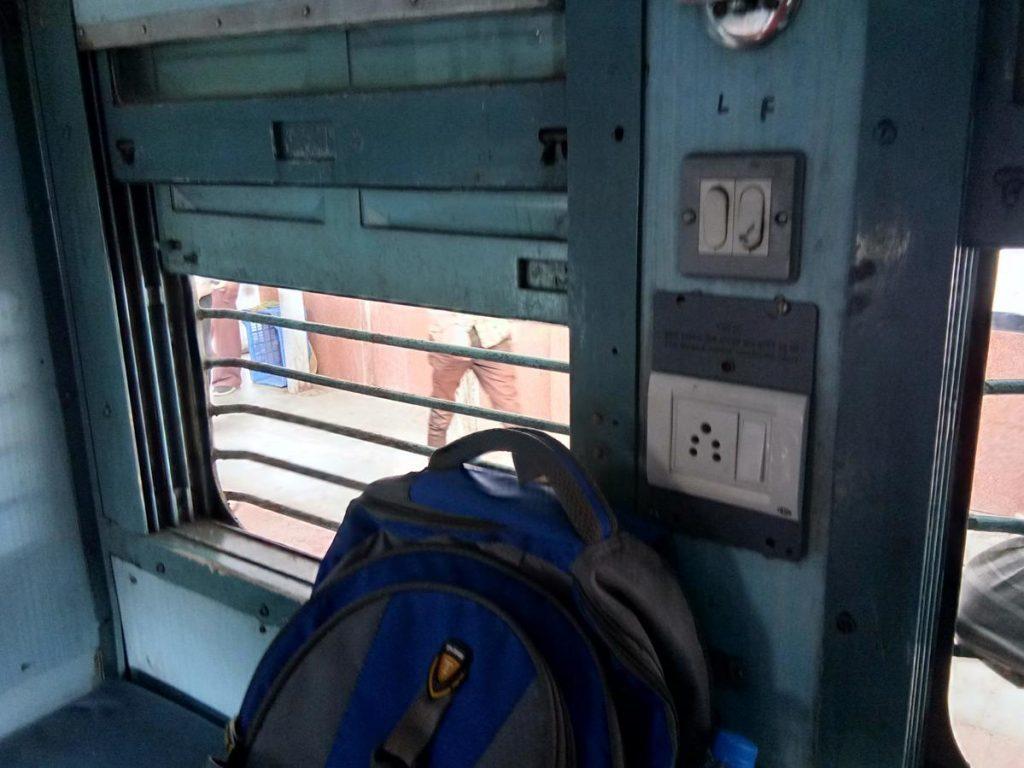 Indian Railway | రైలు ప్రయాణికులకు బ్యాడ్ న్యూస్.. మీ ఫోన్లకు చార్జింగ్ పెట్టలేరిక!