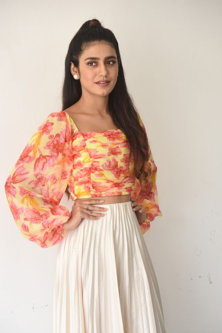 Priya Varrier : నన్ను చూడు నా అంద చూడు!