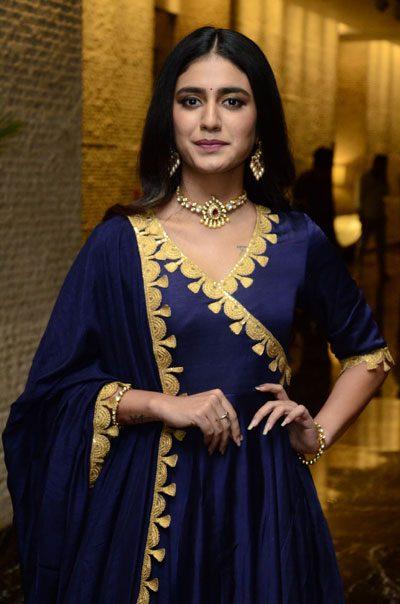 Priya varrier : నీ నవ్వే బంగారమాయేనా ప్రియా