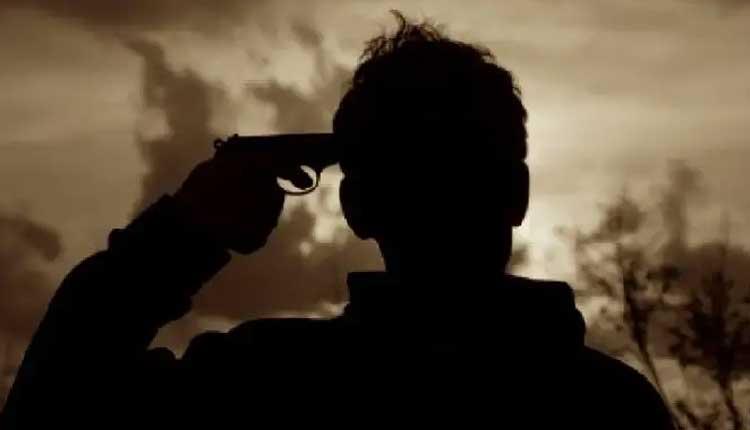 సర్వీస్ రివాల్వర్తో కాల్చుకుని ఆర్మీ జవాన్ ఆత్మహత్య
