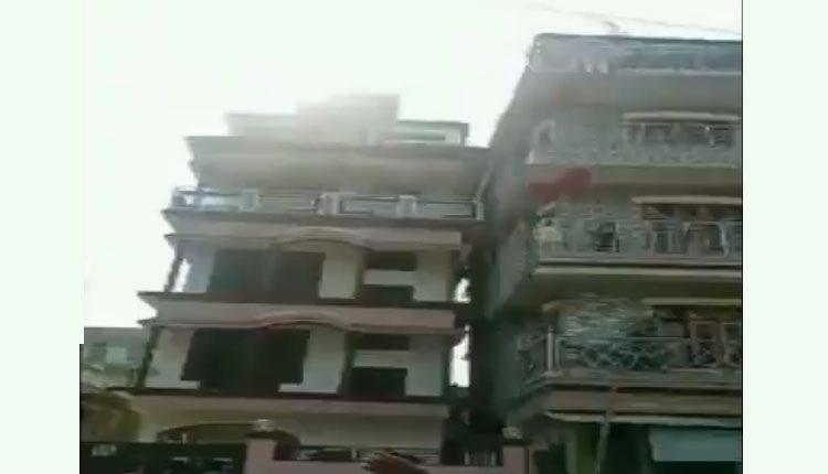 అసోంలో భూకంపం.. ఇంటిపై ఒరిగిన మరో బిల్డింగ్.. వీడియో