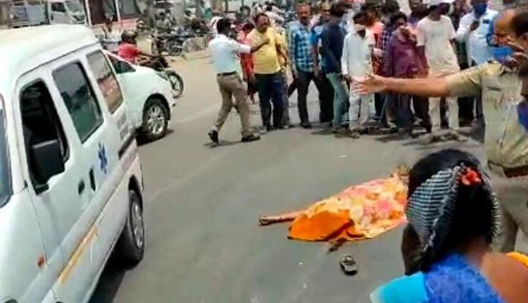 ఆటోనగర్లో బైక్, డీసీఎం ఢీ.. మహిళ మృతి