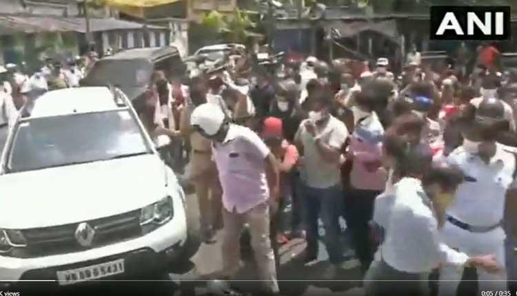 బీజేపీ అభ్యర్థి కారును ఘెరావ్ చేసిన టీఎంసీ కార్యకర్తలు.. వీడియో