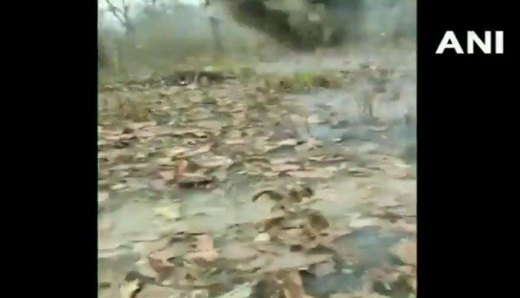 నక్సల్స్ పెట్టిన మందపాతరను నిర్వీర్యం చేసిన CRPF.. వీడియో