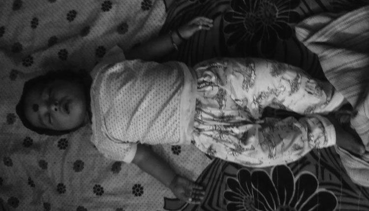 ఆరు నెలల చిన్నారిని నీటిసంపులో పడేసిన తండ్రి