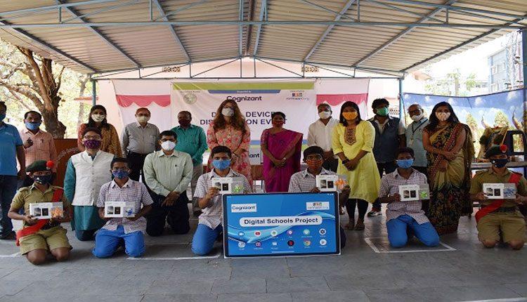 ప్రభుత్వ పాఠశాలలకు కాగ్నిజెంట్ 500 ట్యాబ్లెట్లు, 50 ల్యాప్టాప్ల విరాళం