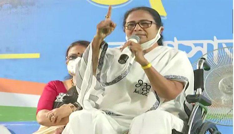 కాషాయ పార్టీతో బెంగాల్లో కొవిడ్-19 వ్యాప్తి : మమతా బెనర్జీ