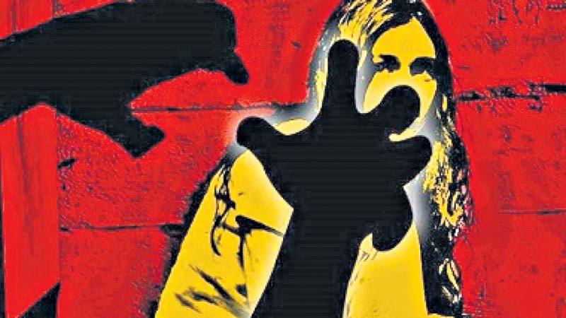 విద్యార్థినిపై గ్యాంగ్ రేప్.. బాధితురాలు ఆత్మహత్య