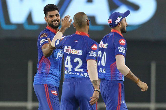 IPL 2021 : కోల్కతాకు షాక్.. ఒకే ఓవర్లో రెండు వికెట్లు