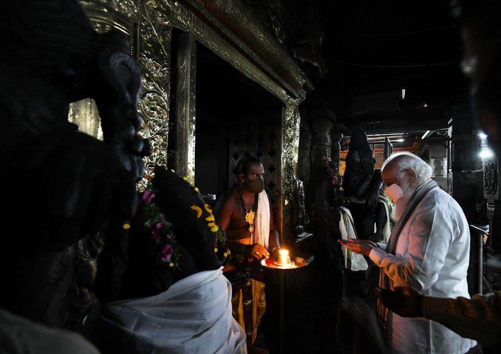 మీనాక్షి ఆలయంలో మోదీ పూజలు