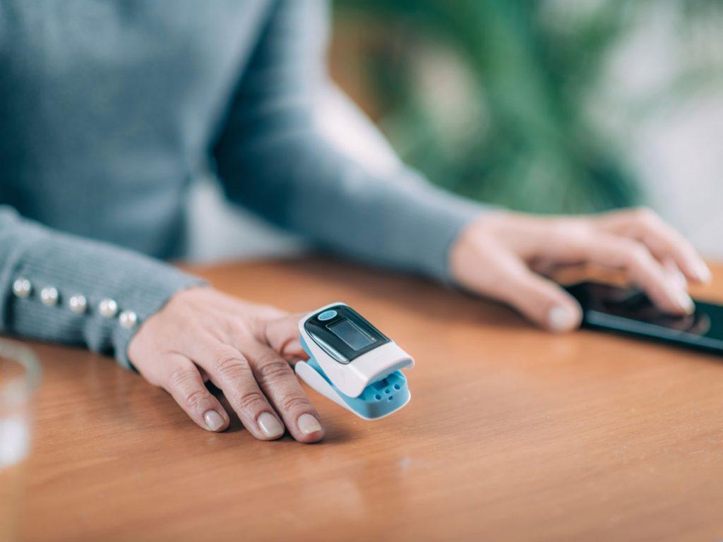 pulse oximeter : పల్స్ ఆక్సీమీటర్ ఎలా పనిచేస్తుంది? దాన్ని ఎలా ఉపయోగించాలి?