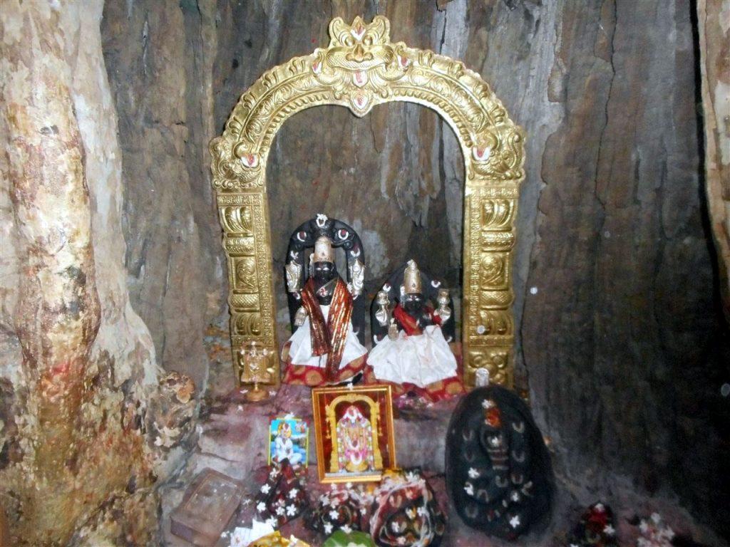 చెట్టంత దేవుడికి చెట్టు తొర్రే ఆలయం.. మన తెలంగాణలోనే