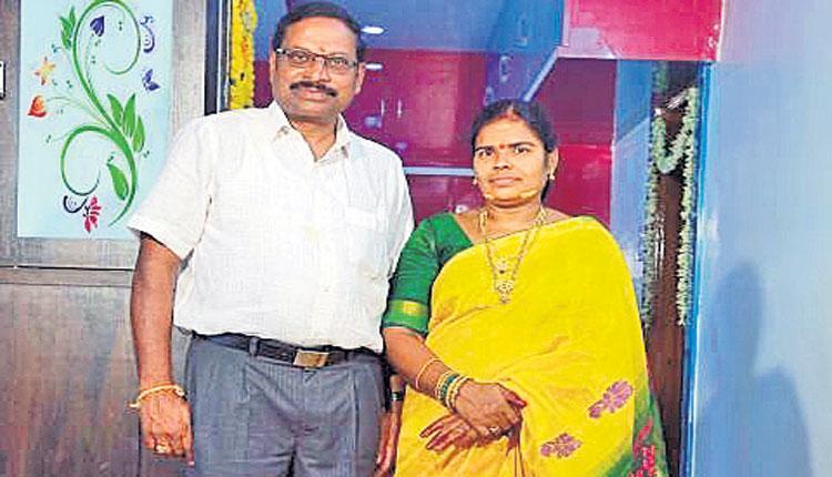 షార్ట్ సర్క్యూట్తో.. ఉపాధ్యాయురాలు సజీవ దహనం