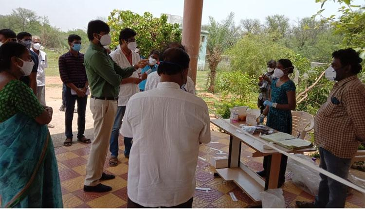 పాజిటివ్ కేసులను ఏఎన్ఎంలు పర్యవేక్షించాలి : కలెక్టర్ గౌతమ్