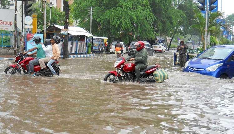 యాస్ ఎఫెక్ట్: కోల్కతాలో భారీ వర్షం..!