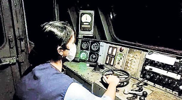 'ఆక్సిజన్ ఎక్స్ప్రెస్'కు మహిళ సారథ్యం
