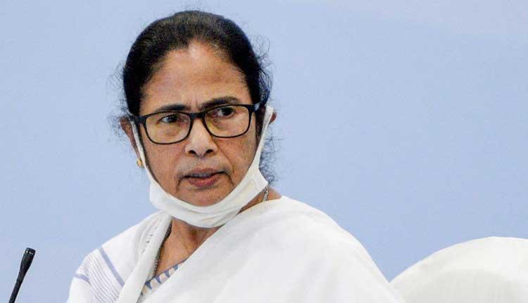 బెంగాల్ హింస: ఉన్నతాధికారులతో మమతాబెనర్జి సమీక్ష