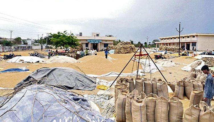 తెలంగాణలో యథావిధిగా ధాన్యం కొనుగోళ్లు