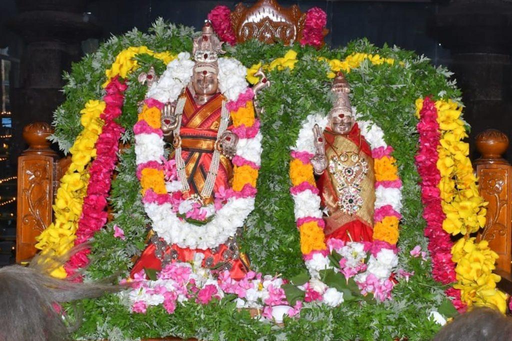 శ్రీశైలంలో నిరాడంబరంగా సహస్ర దీపాలంకరణ