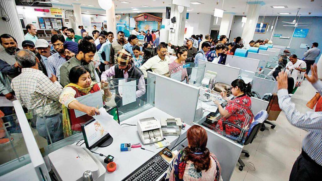 Banks ప్రైవేటైజేషన్: ఉద్యోగులకు ఆకర్షణీయ వీఆర్ఎస్?!