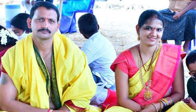2009 ఎస్ఐ బ్యాచ్ ఔదార్యం.. సీఐ దంపతుల పిల్లలకు ఆర్థికసాయం