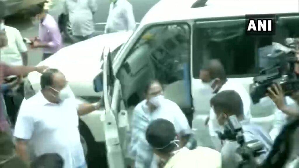 ఇద్దరు మంత్రులు అరెస్టు.. సీబీఐ ఆఫీసుకు మమతా బెనర్జీ