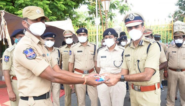 సిబ్బందిపై సీపీ స్పెషల్ కేర్