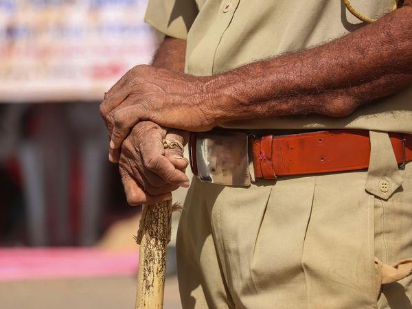 ఫాంహౌస్ లో పార్టీ : ఆరుగురు మహిళలు సహా 13 మందిపై కేసు నమోదు