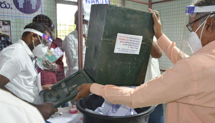 సిద్దిపేట పోస్టల్ బ్యాలెట్లలో టీఆర్ఎస్ ఆధిక్యం