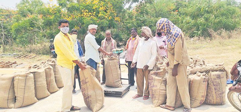 హుస్నాబాద్ మార్కెట్లో కొనుగోళ్ల సందడి