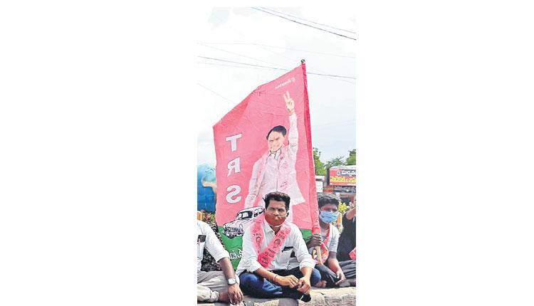 గులాబీవైపే.. హుజూరాబాద్ దండు