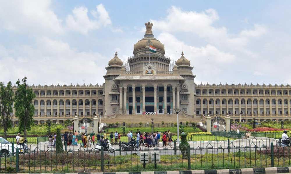 కర్ణాటక స్థానిక ఎన్నికల్లో బీజేపీకి షాక్.. కాంగ్రెస్ హవా
