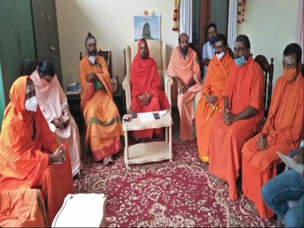 మార్చొద్దు : యెడ్డికి మద్దతుగా లింగాయత్ పీఠాధిపతులు