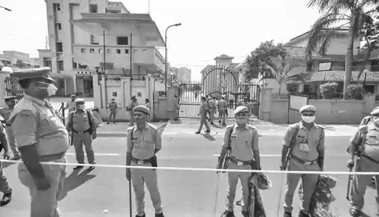 ఉత్తరాఖండ్లో 2,300 మంది పోలీసులకు కరోనా..!