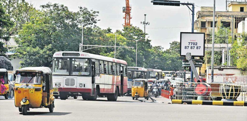 నగర రోడ్లపైకి 2400 బస్సులు