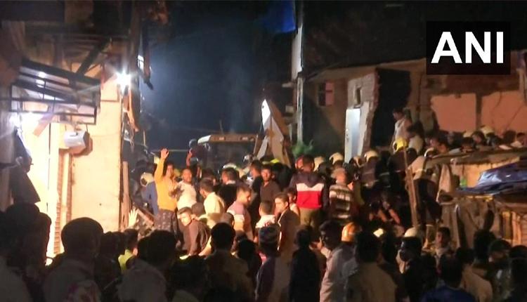 విషాదం.. ముంబైలో భవనం కూలి 11 మంది దుర్మరణం