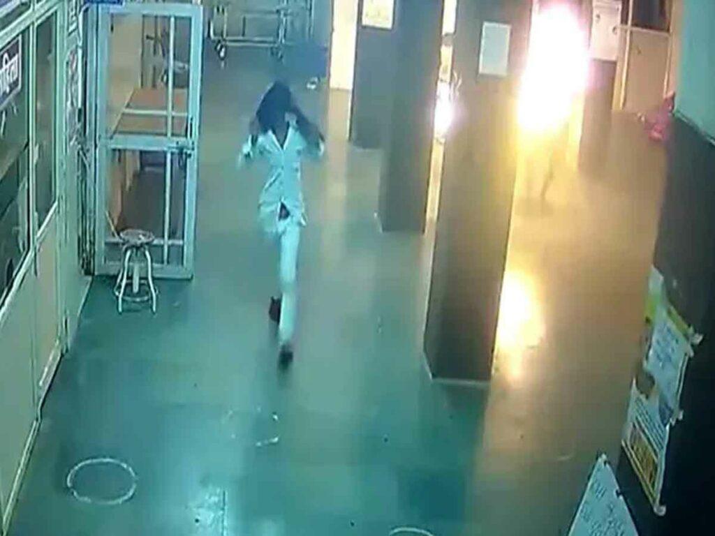 ఆసుపత్రిలో మంటల్లో రోగి.. నిప్పు పెట్టిన నిందితుడు అరెస్ట్