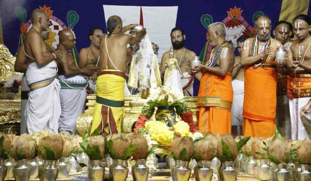 శ్రీవారి జ్యేష్ఠాభిషేకం.. ముత్యపు కవచంతో స్వామివారు