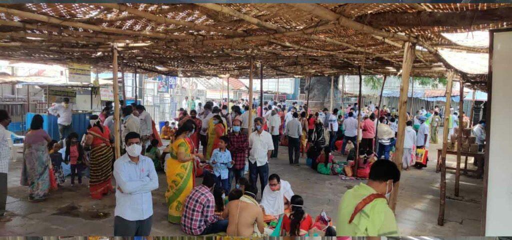 వేములవాడ రాజన్న ఆలయంలో భక్తుల రద్దీ
