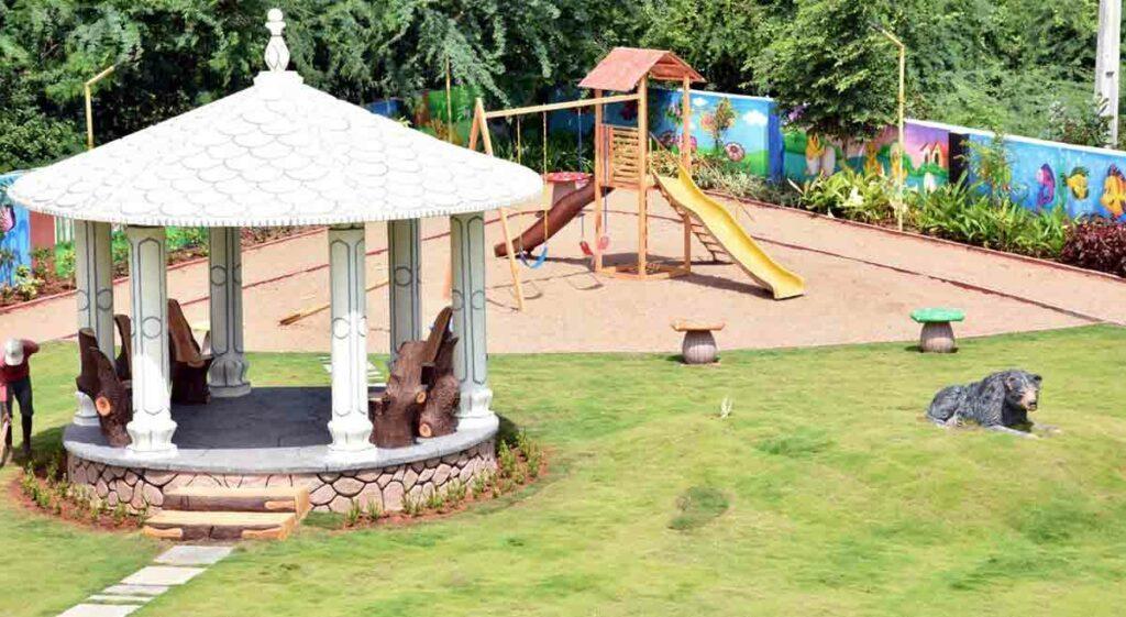 కరీంనగర్ అల్కపురి కాలనీలో కట్టిపడేస్తున్న పార్క్ అందాలు