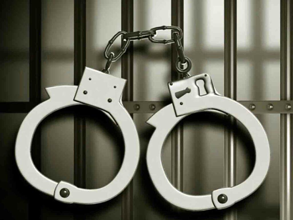 అద్దె కార్లు విక్రయిస్తున్న ముఠా అరెస్టు.. 50 కార్లు స్వాధీనం