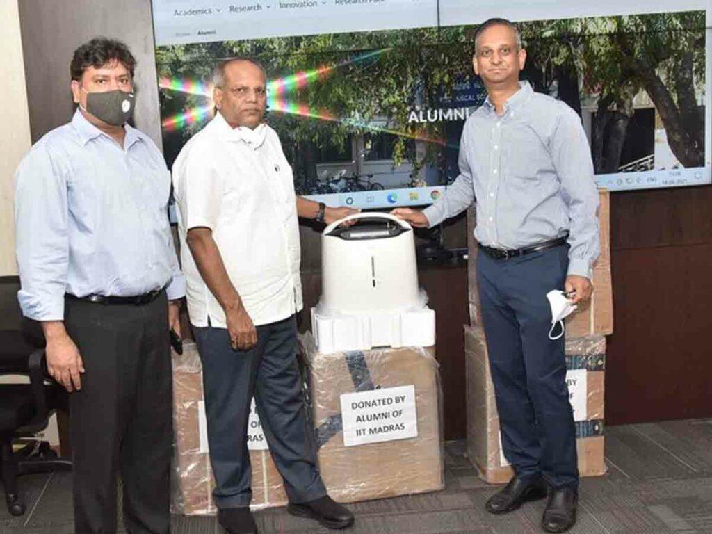 మద్రాస్ ఐఐటీ 1993 బ్యాచ్ విద్యార్థుల ఆక్సిజన్ కాన్సన్ట్రేటర్ల విరాళం
