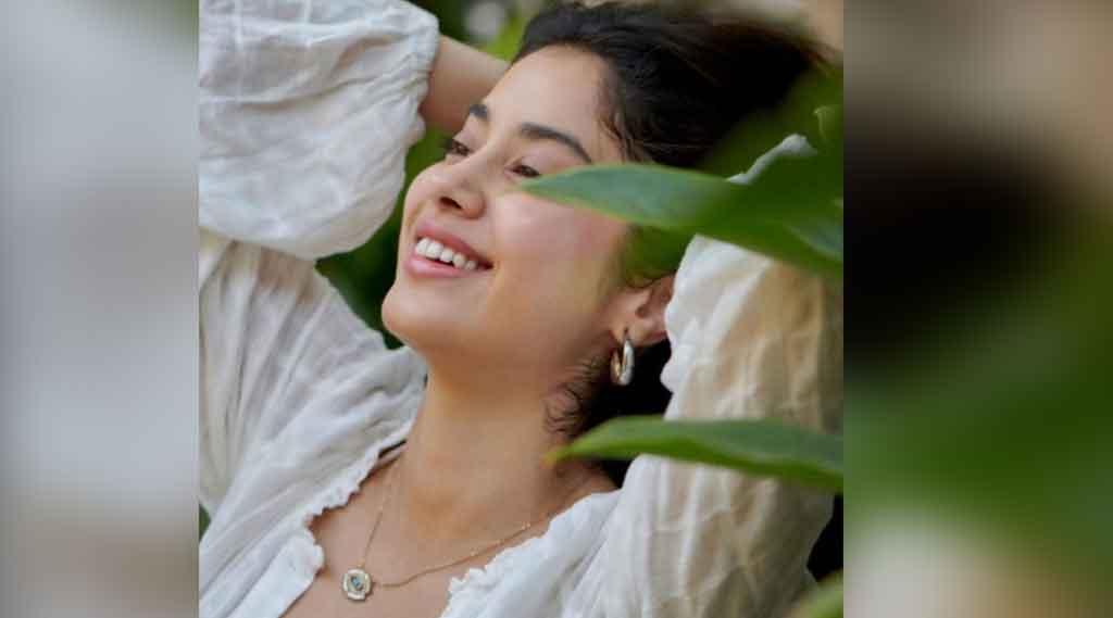 జాన్వీకపూర్ అందానికి ఫిదా అవ్వాల్సిందే