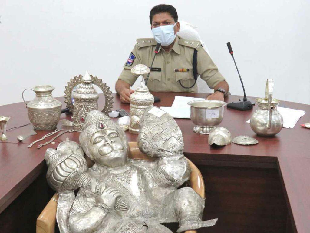 శనేశ్వర ఆలయంలో చోరీ.. 48 గంటల్లోనే నిందితుల అరెస్ట్