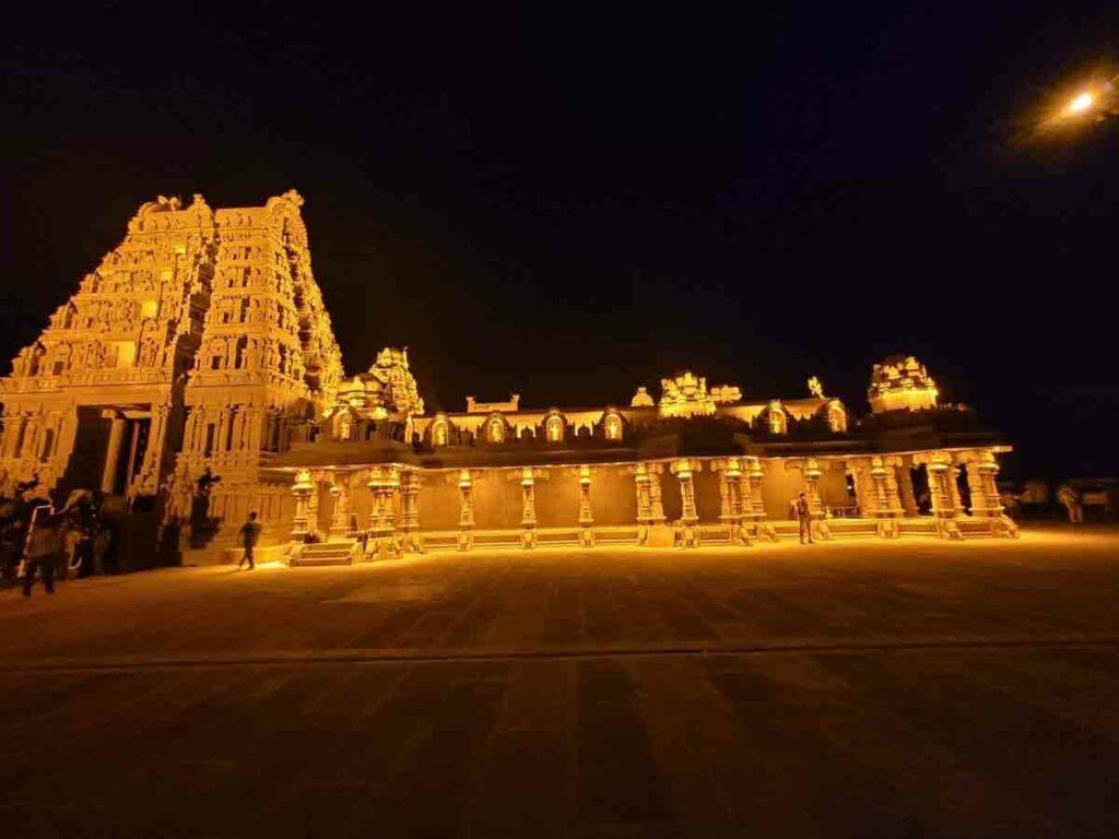 పసిడి కాంతుల్లో యాదాద్రి ఆలయం.. ఎంపీ సంతోష్కుమార్ తీసిన ఫోటోలు ఇవే