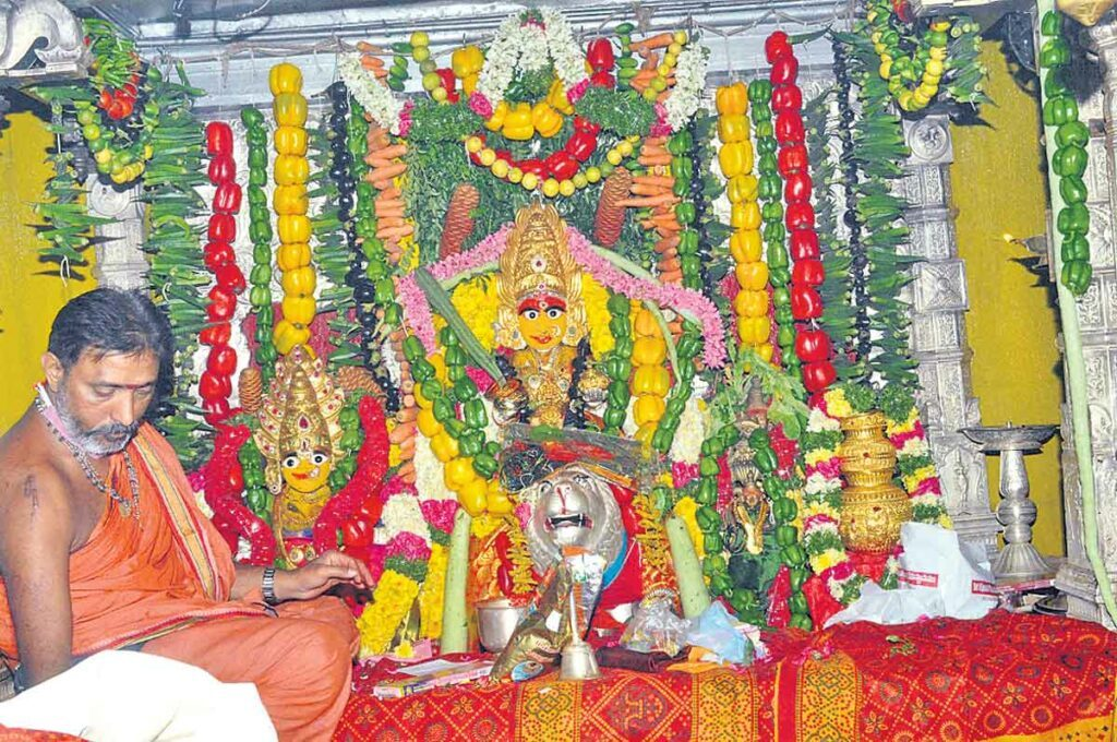 శాకాంబరిగా ఉజ్జయినీ మహంకాళి