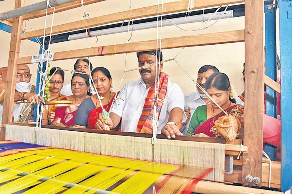 ఉజ్జయినీ మహంకాళికి పట్టుచీర తయారీ ప్రారంభం